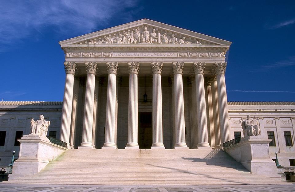 """Photo of Curtea Supremă a SUA decide în unanimitate că instituțiile publice și guvernul nu pot reglementa împotriva așa-zisului """"limbaj al urii"""": libertatea de expresie este universală și constituțională"""