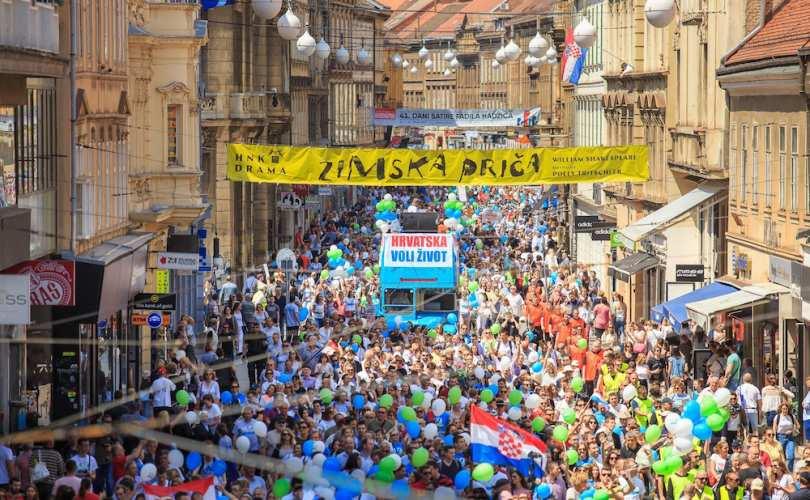 Photo of Peste 25.000 de manifestanți la Marșul pentru Viață de la Zagreb și Split, în Croația. Legea comunistă a avortului, declarată neconstituțională