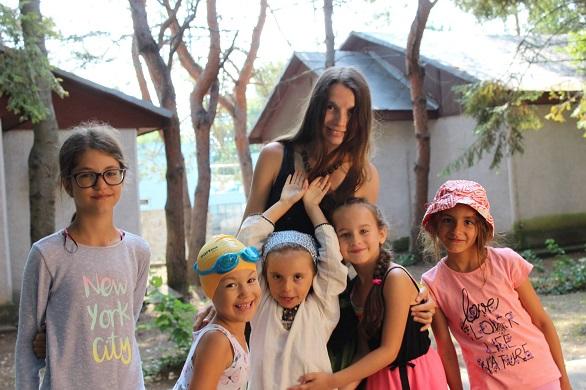 Photo of AlexandraNadane.ro: Profesoara care crește singură cinci copii și a câștigat bătălia cu o multinațională ne-a dat o lecție despre cum să învingi răul fără să te înrăiești