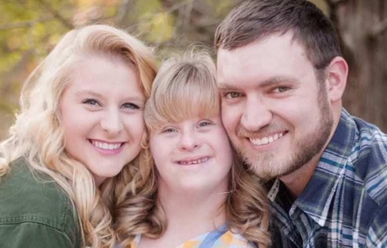 Photo of O frumoasă cerere în căsătorie, care a inclus un al doilea inel, pentru sora cu sindromul Down
