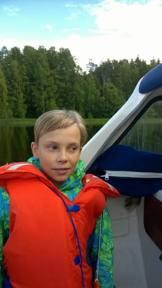 Photo of Mihai, fiul de 11 ani despărțit în Finlanda de mama sa, dr. Cameliei Smicală, i-a trimis clandestin o scrisoare președintelui Finlandei