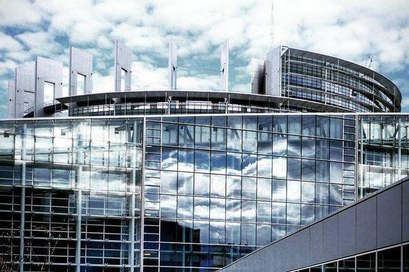 """Photo of Parlamentul European clasifică legile împotriva avortului drept """"violență împotriva femeilor și fetelor"""""""