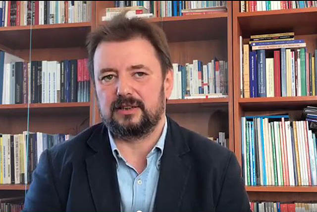 Photo of VIDEO. Cristi Pîrvulescu, profesor de științe politice, nu se poate hotărî dacă susținătorii referendumului pentru căsătorie sunt naziști sau putiniști