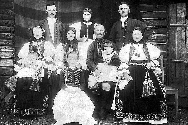 """Photo of """"Sunt pro-european și anti-căsătorie / familie LGBT care să adopte copii. Europa să mă accepte împreună cu ț-șpe milioane de români, bulgari, slovaci. Elementul românesc a rezistat datorită prolificului ȚĂRAN român, care a făcut de la 4 copii în sus"""""""