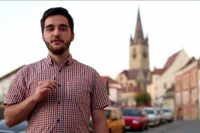 """Photo of VIDEO. Tinerii din Sibiu, uniți pentru Referendum, le spun politicienilor: """"Eu te voi vota pe tine!"""""""