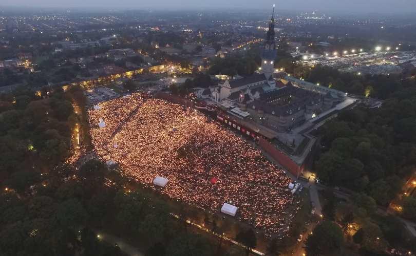 Photo of Un milion de polonezi au făcut un lanț de rugăciune în jurul Poloniei