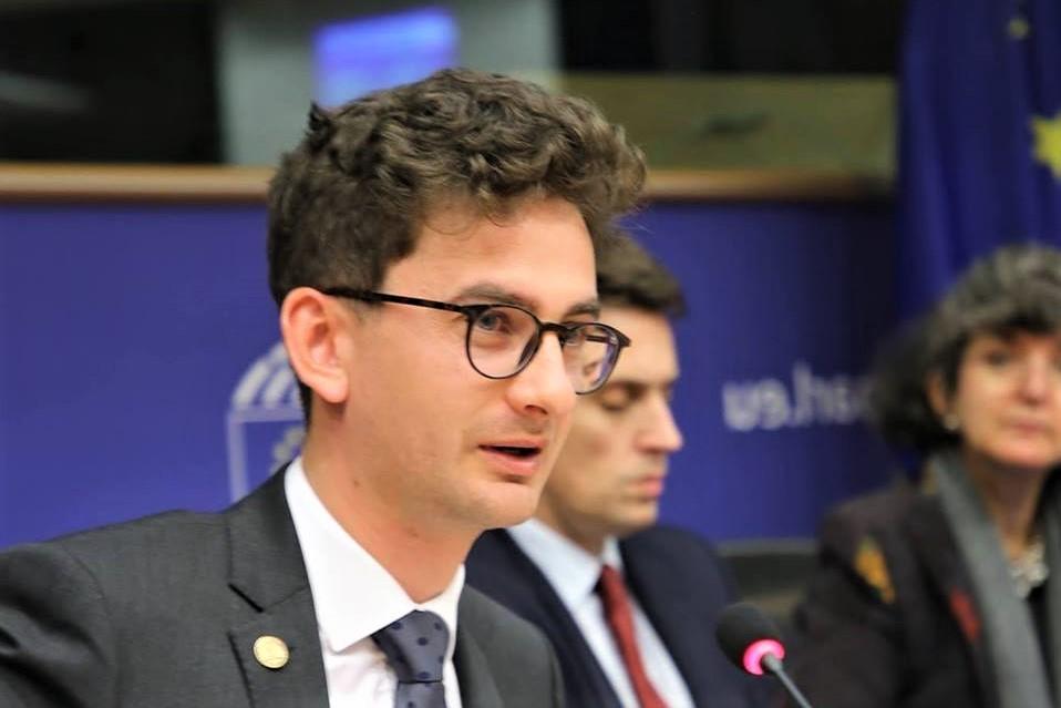 Photo of De ce nu renunță deputatul Iulian Bulai la adopțiile internaționale, deși pentru ele riscă să piardă susținerea restului legii adopției?