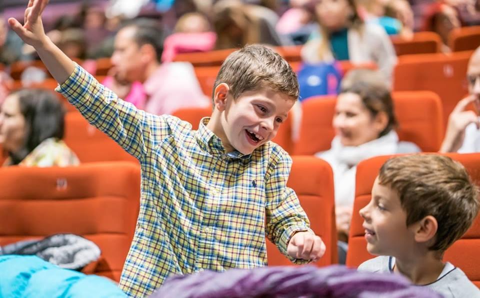 """Photo of FOTO, VIDEO: 400 de copii, educatori și părinți la evenimentul de încheiere a Festivalului de Artă Ingenuă """"Surâsul Copilăriei"""""""
