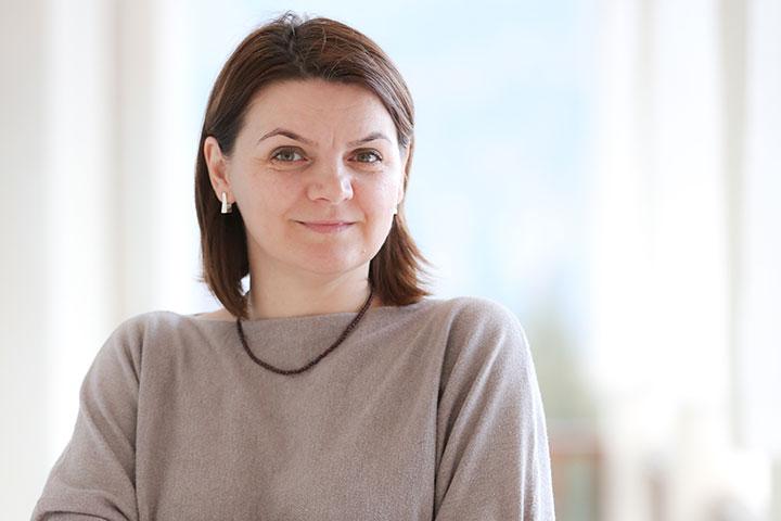 """Photo of Despre răsfățul copiilor, la Adevărul Live, cu Oana Moșoiu (Școala Familiei): """"Cel mai amplu program de dezvoltare personală este rolul de părinte"""""""