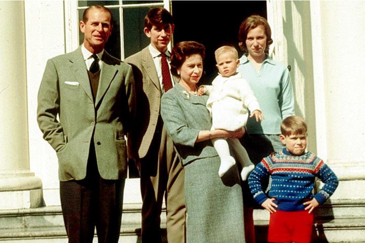 """Photo of Regina Elisabeta a II-a și Prințul Philip sunt cel mai longeviv cuplu regal din istoria Angliei: """"El a fost și este, pur și simplu, sursa mea de putere în toți acești ani"""", a mărturisit suverana"""
