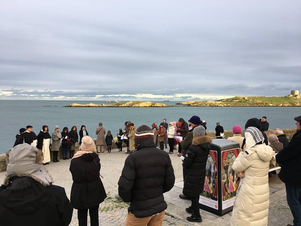 Photo of FOTO: 30.000 de irlandezi au format un lanț uman de rugăciune în jurul insulei lor, pentru protejarea vieții copiilor nenăscuți