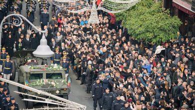 """Photo of VIDEO uimitor cu mulţimea prezentă la funeraliile Regelui Mihai şi comentariul lui Bogdan Glăvan, profesor de economie: """"De bine, de rău, România este încă o națiune, o comunitate cu o țesătură culturală închegată"""""""