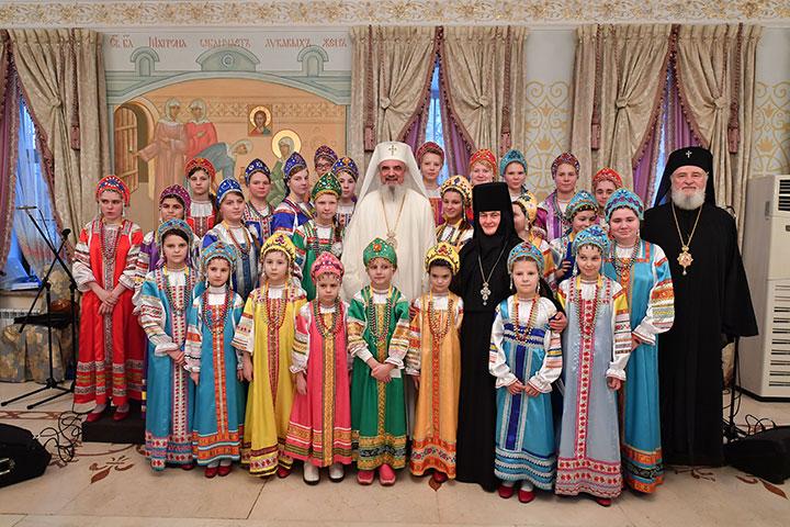 Photo of Patriarhul Daniel invită în România o stareță din Rusia care a înființat un centru de sprijin al fetelor din familii monoparentale