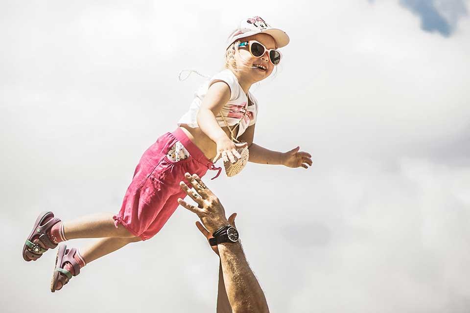 Photo of VIDEO viral: DADDY RULES! Adrenalină pură. La ce mai sunt buni tăticii la casa omului