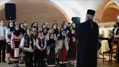 Photo of Copiii din Parohia Vorona Mare din Iaşi l-au colindat pe IPS Teofan, Mitropolitul Moldovei şi Bucovinei