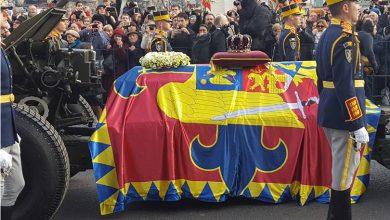 """Photo of FOTO. Daniela Burlacu, jurnalist arădean despre funeraliile Regelui Mihai: """"Un Rege și «duhul» lui manifestat în mii de oameni"""""""