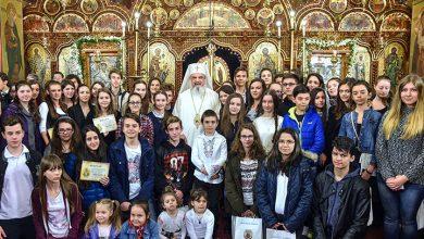 Photo of Patriarhul Daniel: Biserica este chemată la o lucrare mai intensă de susținere a tinerilor prin sprijin material, cultivarea iubirii în familie, apărarea inocenței și o educație integrală, care include partea spiritual-morală