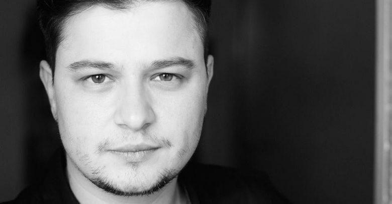 """Photo of """"Nimeni nu vă poate spune ce să faceți cu corpul vostru, fie că e vorba de a tranziționa către o persoană trans, fie că e vorba de avort"""", i-a învățat pe copii transgenderul Patrick Brăila"""