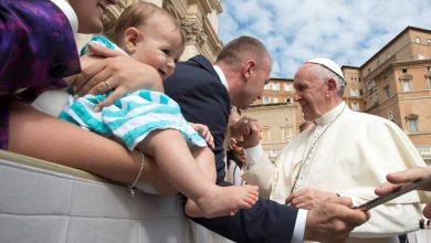 Photo of Papa Francisc: Sfaturi pentru familia de azi. Provocarea bărbatului este să-și facă soția mai femeie, iar a femeii să-l facă pe soț mai bărbat