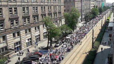 Photo of FOTO, VIDEO. Ce nu ai văzut la televizor pe 2 iunie 2018: 15.000 de polonezi la un marș împotriva obligativității vaccinării