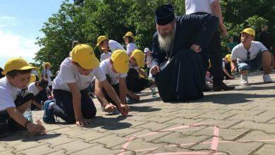 Photo of Sute de copii din județul Vaslui au petrecut Ziua Copilului cu daruri și jocuri la Episcopia Hușilor