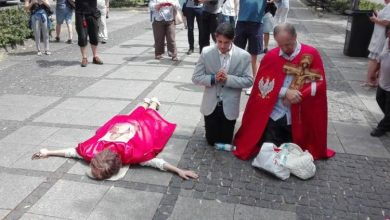 Photo of Catolicii polonezi au oprit o paradă a homosexualilor care se îndreptau spre o mănăstire simbol național