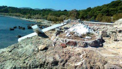 Photo of Insula Lesbos, Grecia: Grupuri de stânga pentru migranți au determinat demolarea unei mari cruci, vizibilă de departe