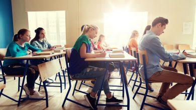 """Photo of """"Bani de liceu"""" și burse pentru elevii de la școlile profesionale"""