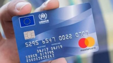"Photo of Refugiații primesc bani europeni pe carduri preplătite. ""Banii europeni"" = ""ai europenilor"""