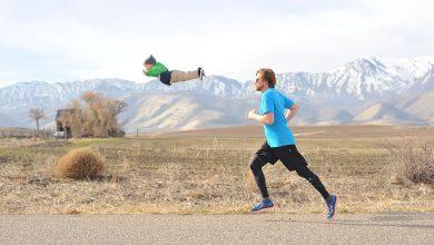 Photo of Un copil cu sindromul Down este ajutat de tatăl lui sa zboare cu ajutorul unor serii de fotografii uimitoare