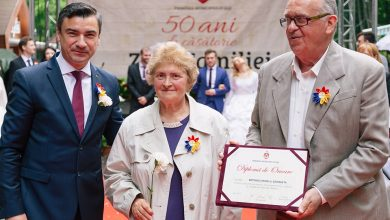 Photo of FOTO. Mihai Chirica, primarul Iașilor, a premiat 55 de familii căsătorite de 50 de ani