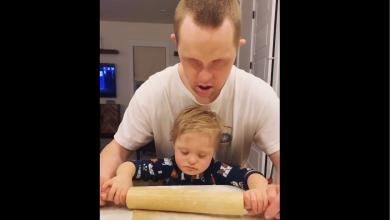 Photo of Casey, un tânăr diagnosticat cu Sindrom Down, prietenul cel mai bun al copiilor VIDEO