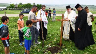Photo of Mănăstirea Hadâmbu și comunitatea locală construiesc o casă pentru o familie cu 10 copii