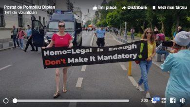 """Photo of Flashmob simpatic chiar în fața paradei pro-homosexualitate: """"E suficient că este LEGALĂ, nu o faceți și obligatorie!"""""""