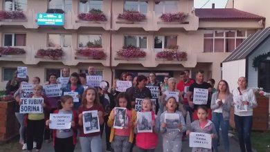 """Photo of """"Nu mai stați după perdea! Fiți și voi cu So-ri-na!"""" A 26-a zi de proteste la Baia de Aramă"""