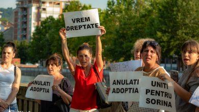 """Photo of FOTO. Protest pentru Sorina la Torino: """"Nu ne trebuie carte ca să cerem dreptate"""""""