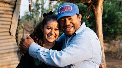 """Photo of Fiica abandonată se reunește cu tatăl după 20 de ani într-o poveste """"scrisă de Dumnezeu"""""""