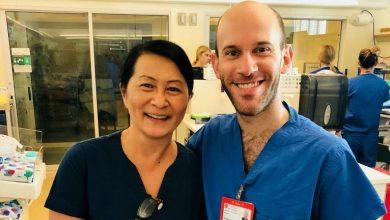 Photo of O asistentă medicală din California a descoperit că un nou coleg de al ei este unul dintre nou-născuții prematur pe care i-a îngrijit în urmă cu mulți ani