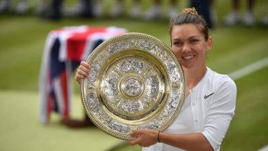 Photo of Simona Halep câștigă trofeul de la Wimbledon și le mulțumește părinților: A fost visul mamei