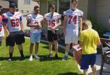 Photo of Echipa de fotbal a unui liceu din statul american Idaho participă la ziua de naștere a unui băiețel de 9 ani cu autism