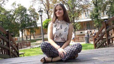 Photo of Alexandra Măceşanu figurează în noul catalog școlar. Colegii au purtat  tricouri cu poza ei și i-au păstrat un loc liber în bancă