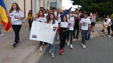 """Photo of Protest la Caracal. Colegii Alexandrei: """"Îmi pare rău că am crezut în voi. De azi eu nu mai sun la 112"""""""