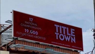 Photo of Avorturile ucid și viitorii suporteri ai echipelor sportive cu care ne mândrim – mesaj inedit pe un banner din orașul Tuscaloosa din statul american Alabama