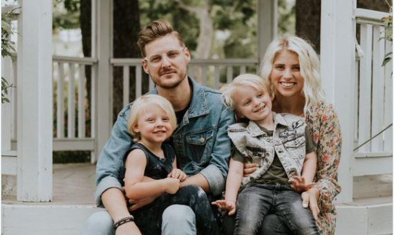 """Photo of Un pastor îi arată care sunt adevăratele  """"mari bucurii"""" ale vieții actriței care a spus că """"fără cele cele două avorturi pe care le-a făcut viața ei ar fi fost lipsită de marile bucurii"""""""