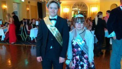 Photo of Marea Britanie – Cuplu de adolescenți cu sindrom Down încoronați regele și regina balului de absolvire