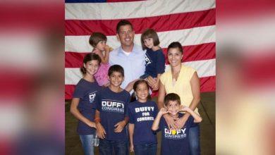 Photo of Familia cea mai mare iubire și responsabilitate. Deputat american pro-viață demisionează pentru a se dedica celui de al 9-lea copil care urmează să se nască, soției și familiei numeroase