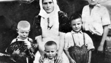 """Photo of Ștefan Secăreanu: """"10 ani de la nașterea în cer a mamei mele, Vera, care a născut 11 copii"""""""
