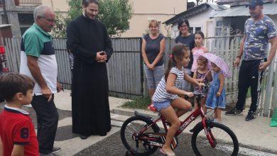 Photo of Pedalând spre fericire: Zece copii din Pleaşa au biciclete noi
