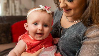 Photo of O tânără mamă din Marea Britanie a respins sfaturile medicilor primite încontinuu vreme de trei luni de a-și avorta fetița, din cauză că suferea de o afecțiune foarte gravă a intestinului. Acum fetița este sănătoasă și se dezvoltă normal