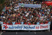 Photo of Peste 50.000 de slovaci pe străzile Bratislavei pentru protejarea vieții copiilor nenăscuți